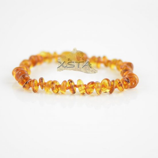 Cognac clat beads bracelet with knots and clasp