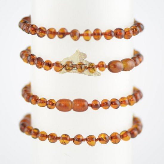 Medium cognac baroque beads bracelet with knots and clasp