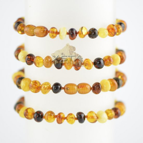 Multicolored beads bracelet with knots and clasp