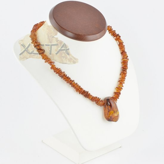 Amber necklace cognac chips with pendant